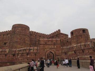 Hãy cho biết vị trí của Vương triều Hồi giáo Đê-li và Vương triều Mô-gôn trong lịch sử Ấn Độ.